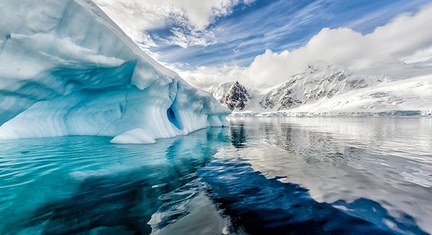 Cruising along the coast of Antarctica